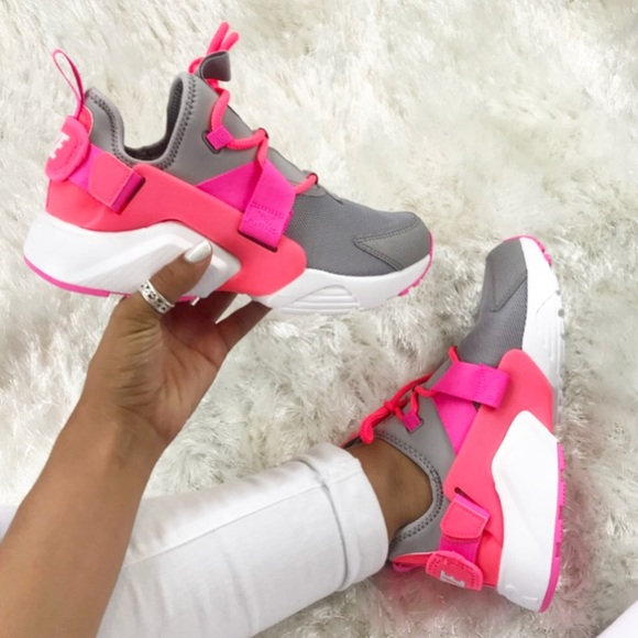 finest selection c9088 a5e91 NWT Nike Air Huarache City Lows